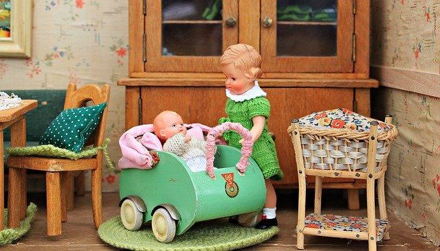 What your child can learn from a dolls house