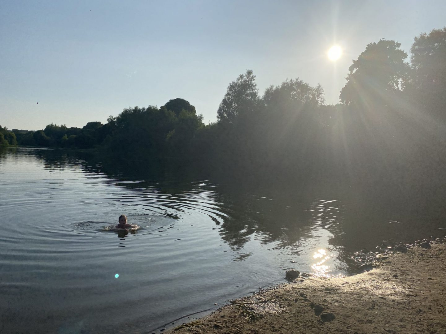 Wild swimming at Avon Lagoon – a fab day in Linlithgow